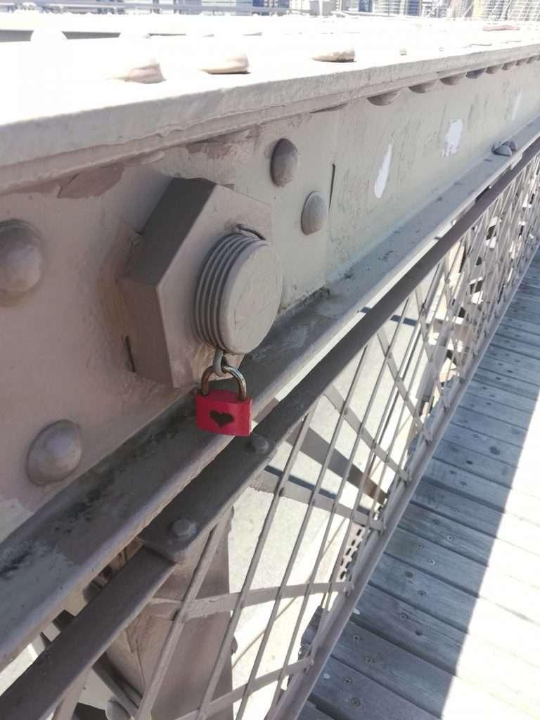 nyc moments brooklyn bridge heart lock